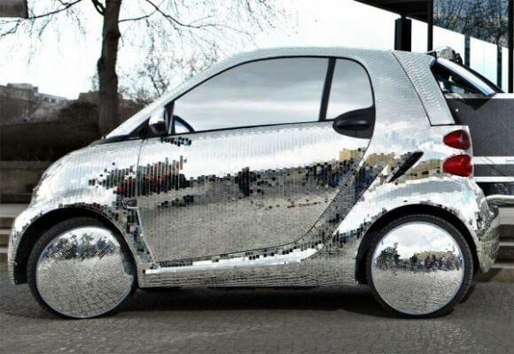 Smart Disco Ball - Um carro que imita um globo de balada!