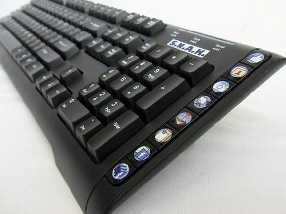 SNAK - Um teclado para viciados em Facebook. (com vídeo)