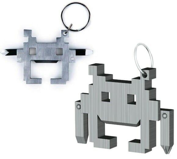Chave Philips + chave de fenda em um chaveiro do Space Invaders!