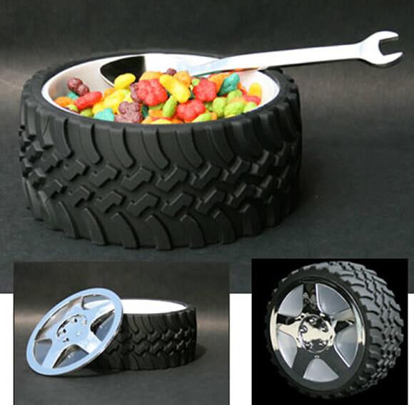 Tigela em forma de pneu para fãs de corridas de carros.