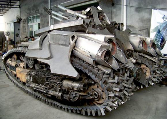 As incríveis esculturas dos Transformers criadas a partir de sucata reciclada.