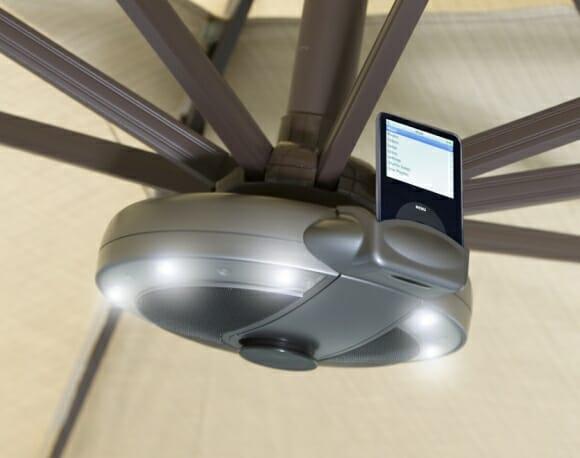 Sistema de som e iluminação para Guarda-Sol com doca para iPods.