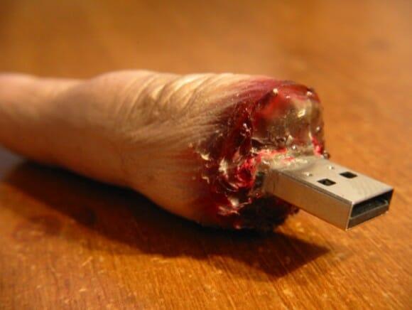 Pen Drive em forma de dedo decepado.