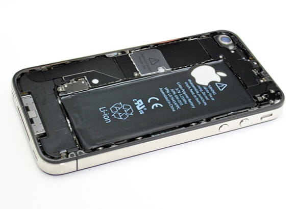 Adesivo criativo revela as partes íntimas de seu iPhone 4.