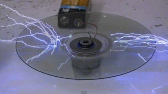 """""""Eletrocutar"""" CDs pode exterminar seus dados e ainda proporcionar diversão! (com vídeo)"""