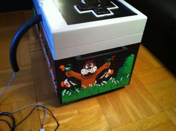 Guarde a bagunça do seu quarto em um baú em forma de controle do Nintendinho 8-bits!