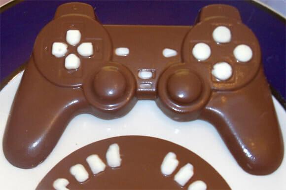 Na Páscoa, nada melhor do que um controle DualShock do Playstation feito de chocolate!