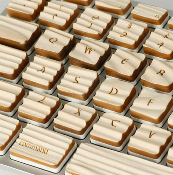 Um teclado curioso porém ecologicamente INcorreto.