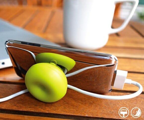 Esconda os fios do seu iPod Touch ou iPhone com um suporte criativo!