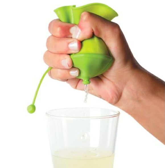 Com o espremedor Lékué fazer suco de limão é muito mais fácil!