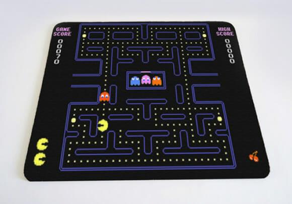 Mouse Pads geeks inspirados nos jogos do Pac-Man e Super Mario.
