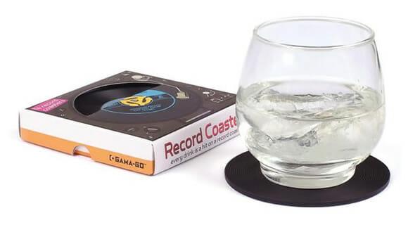 Porta copos em forma de disco de vinil.