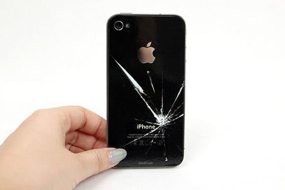 Um adesivo para iPhone que o deixa com aparência de quebrado.