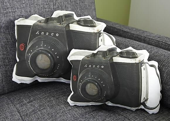 Almofada em forma de câmera fotográfica para apaixonados por fotografia.