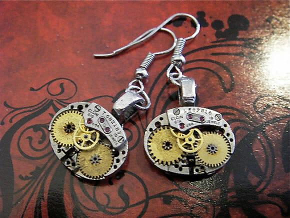 Bijuterias steampunk feitas com partes de relógios recicladas
