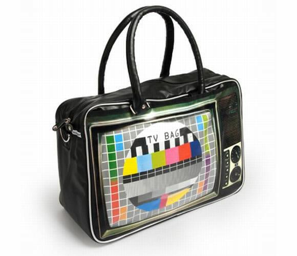 Uma bolsa que imita as TVs de antigamente.
