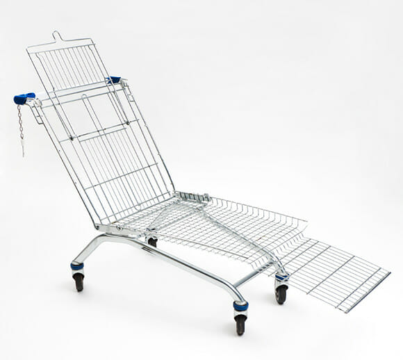 Transformando um carrinho de supermercado em cadeira.