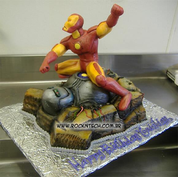 FOTOFUN - Bolo de aniversário do Iron Man.