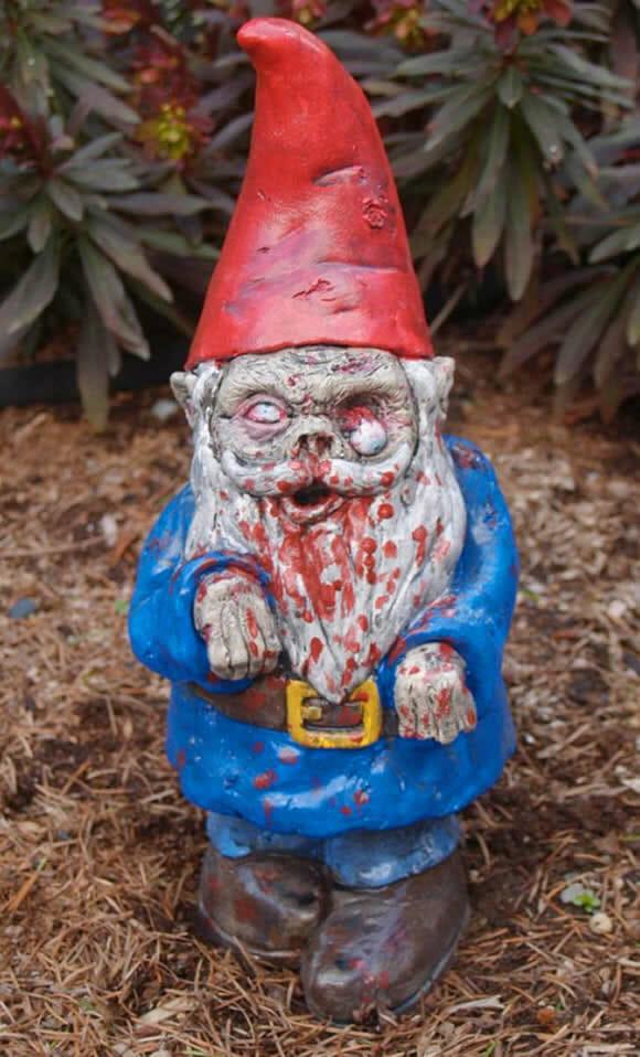 Gnomo Zumbi para enfeitar o jardim de casa.
