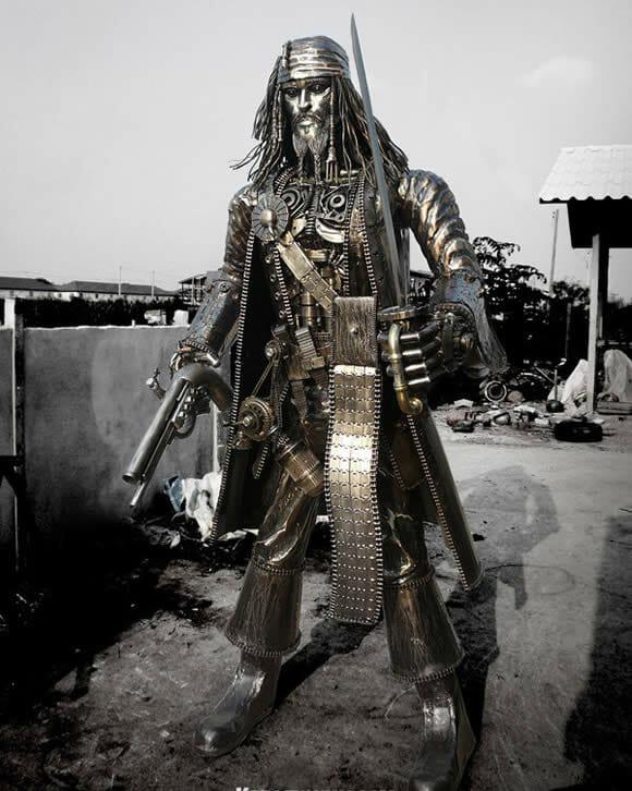 O incrível Jack Sparrow feito de metal com quase 3 metros de altura e cerca de 500 kg!