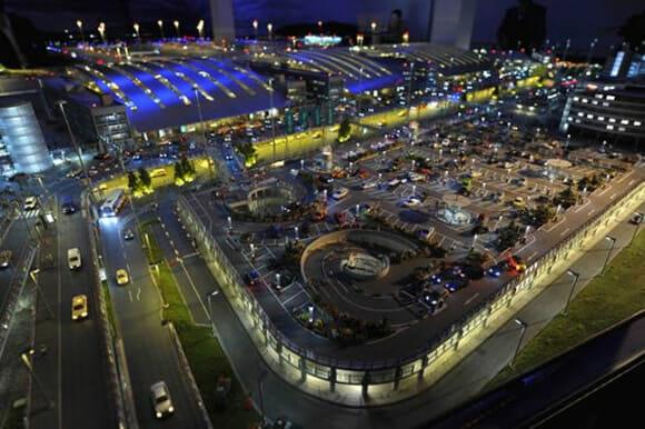 Com vocês: O maior aeroporto funcional em miniatura do mundo! (com vídeo)
