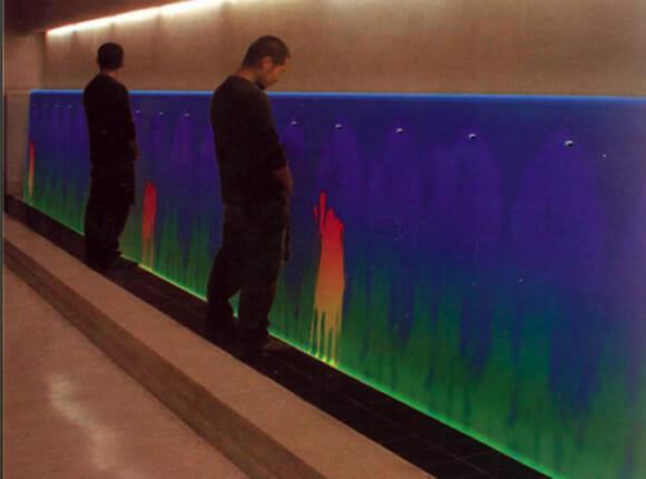 Mictório termocrômico transforma sua urina em uma obra de arte!