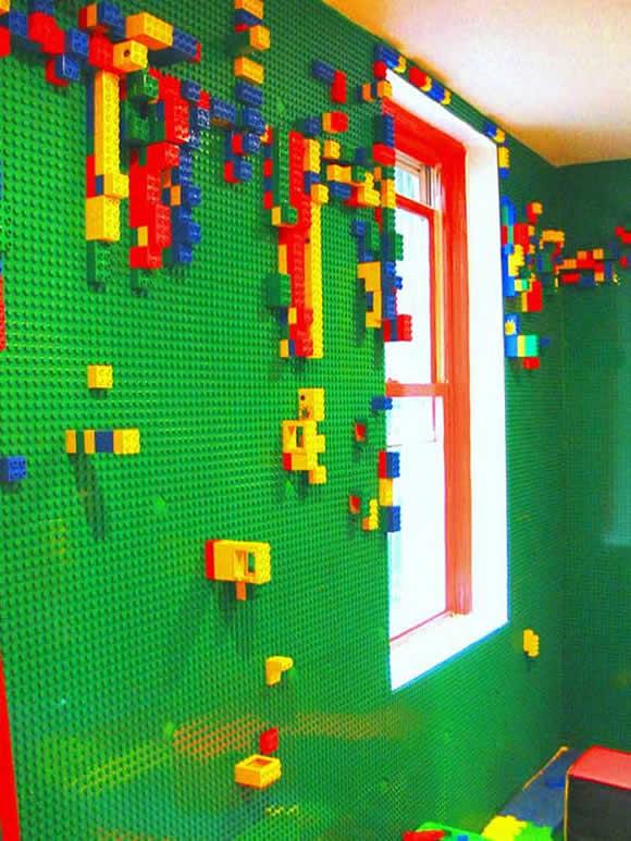 Um quarto com todas as paredes revestidas de LEGO!