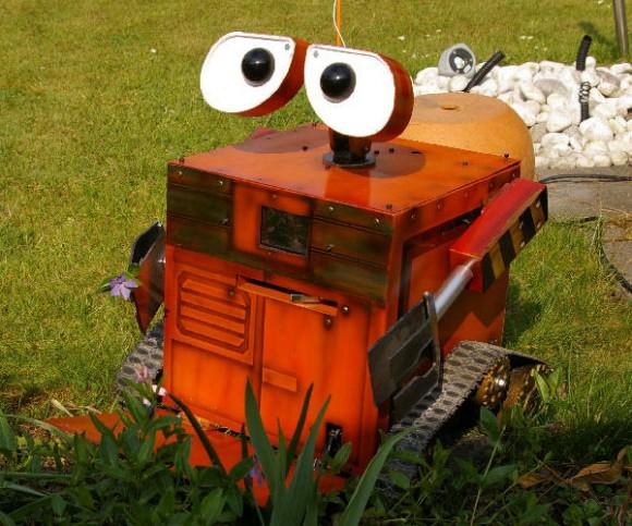 Um robô WALL-E que anda, enxerga e quase recolhe lixo. (com vídeo)