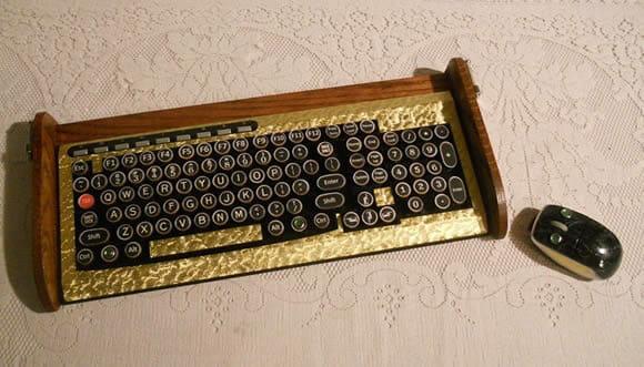 Um teclado que imita as antigas máquinas de escrever.