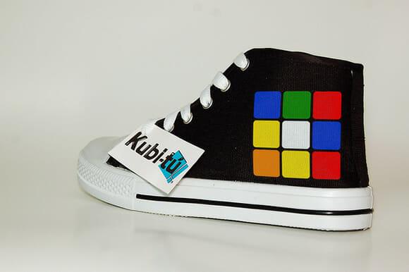 Tênis personalizados com temas geeks como Tetris, Pac-Man, Atari e outros