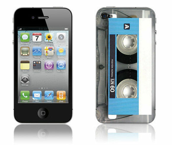 Adesivo retrô transforma seu iPhone em uma fita cassete.
