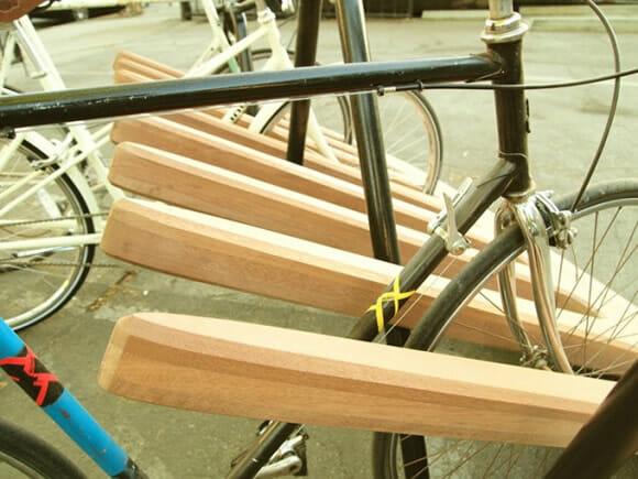 Um pente gigante para estacionar bicicletas!