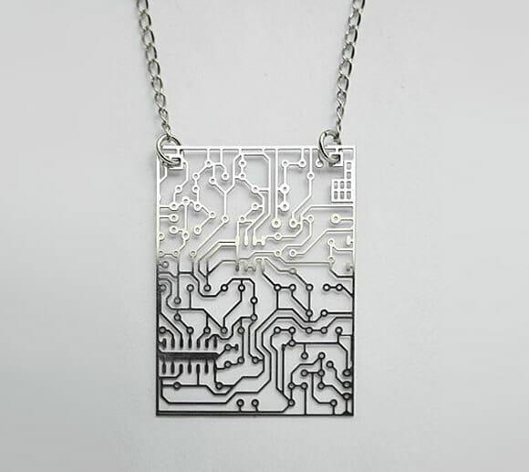 Moda geek - Pingentes que imitam circuitos eletrônicos