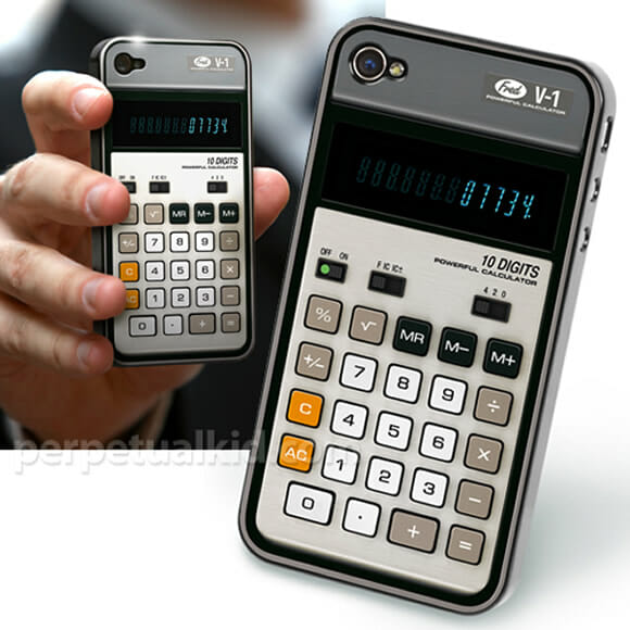 Uma capa para iPhone 4 que imita uma calculadora antiga.