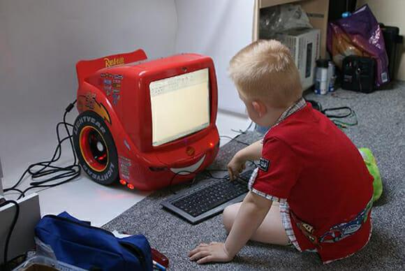 Casemod inspirado no filme carros.