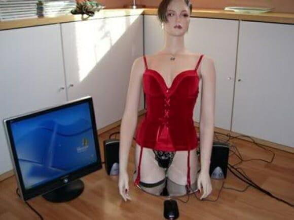 Casemod para PC em forma de Mulher é mais assustador do que sexy