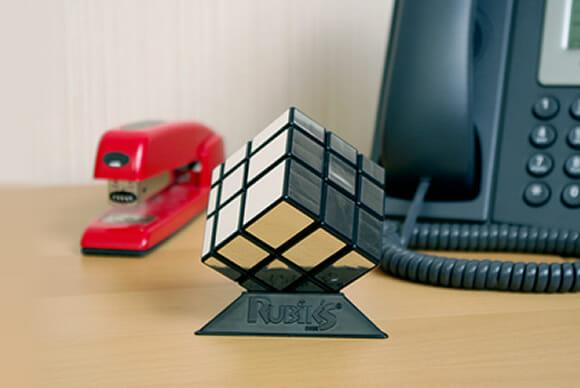 Cubo mágico espelhado com cubos de tamanhos diferentes - só pra complicar.