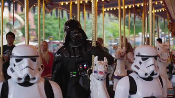 VIDEOFUN - Darth Vader vai à Disneylândia!