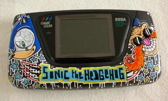 Um Game Gear cheio de desenhos do Sonic!