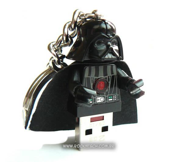 Pen drive de 16 GB do Darth Vader feito com um minifig de LEGO.