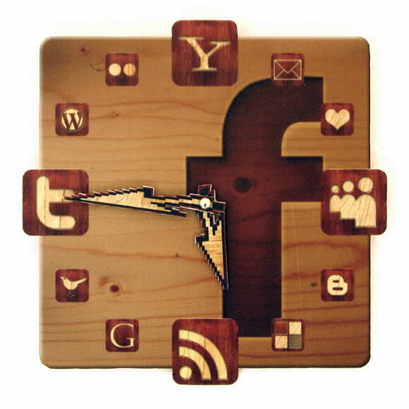 Relógio de parede para viciados em internet!