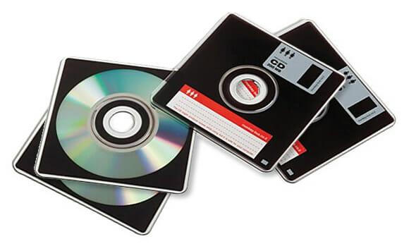 Os curiosos CDs com formato de disquetes.