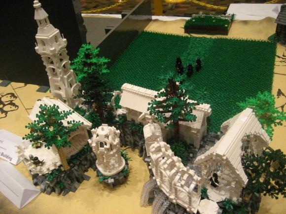 Os Fantásticos cenários do filme Senhor dos Anéis reproduzidos em LEGO.