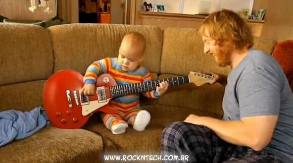 VIDEOFUN - Guitar Baby: O bebê prodígio que toca guitarra.