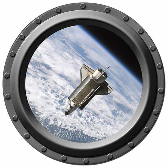 Equipe seu quarto com uma janela de nave espacial feita de adesivos!