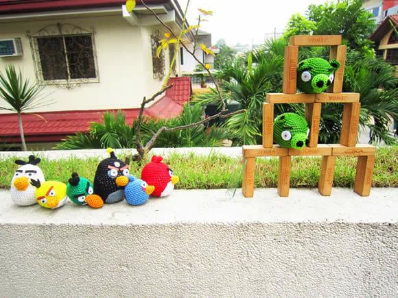 Personagens do jogo Angry Birds feitos de crochê.