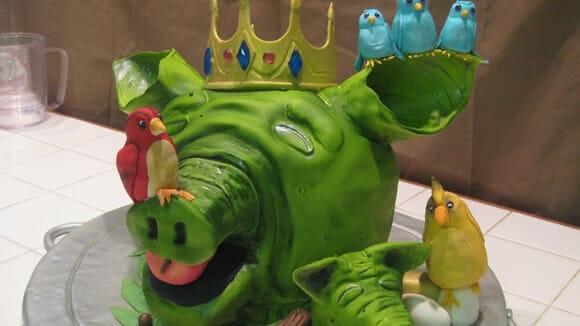 Um bolo bizarro para representar o game Angry Birds!