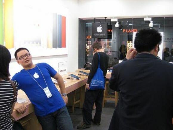 Esqueça os iPhones falsos! Na China existem lojas inteiras da Apple falsificadas.