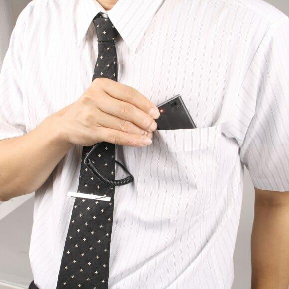 Um grampo para gravatas com sistema de ventilação integrado. Legal!