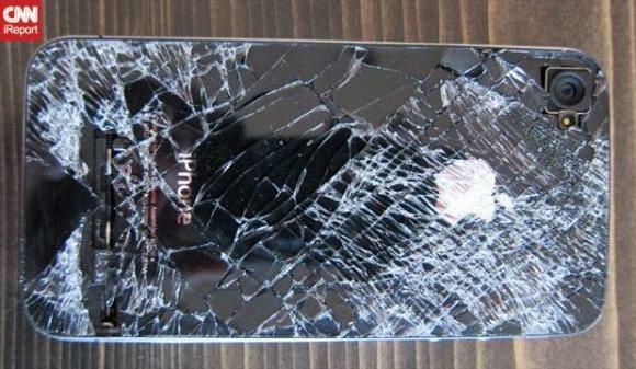 iPhone 4 de pára-quedista sobrevive a uma queda de 4 mil metros de altura.